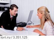 Мужчина проводит консультацию. Стоковое фото, фотограф Erwin Wodicka / Фотобанк Лори
