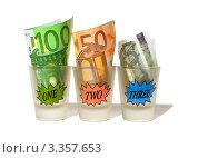 Деньги в стопках на белом фоне. Стоковое фото, фотограф Олеся Довженко / Фотобанк Лори