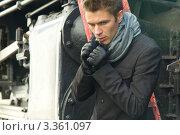 Купить «Портрет молодого мужчины в стиле ретро на фоне старого паровоза», фото № 3361097, снято 17 сентября 2011 г. (c) Sea Wave / Фотобанк Лори