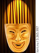 Купить «Золотая маска на фоне жёлтой ткани со складками», фото № 3365997, снято 14 апреля 2011 г. (c) Elnur / Фотобанк Лори