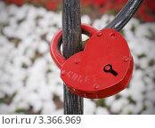 Купить «Красный замок как символ семьи. Совет да Любовь», фото № 3366969, снято 2 июля 2011 г. (c) Павел Кричевцов / Фотобанк Лори