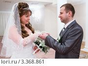 Купить «Жених и невеста в зале бракосочетания», фото № 3368861, снято 26 февраля 2012 г. (c) Кекяляйнен Андрей / Фотобанк Лори