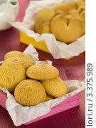 Купить «Печенье к чаю, кокосовое печенье», эксклюзивное фото № 3375989, снято 14 февраля 2012 г. (c) Дмитрий Бабанов / Фотобанк Лори