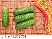 Овощи и крупы: четыре огурца, перец и кукуруза. Стоковое фото, фотограф Илья Мартысюк / Фотобанк Лори