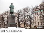 Купить «Памятник Гоголю на Гоголевском бульваре», фото № 3385437, снято 27 марта 2012 г. (c) Михаил Ястребов / Фотобанк Лори