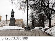 Купить «Памятник Гоголю на Гоголевском бульваре», фото № 3385889, снято 27 марта 2012 г. (c) Михаил Ястребов / Фотобанк Лори