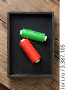 Купить «Нитки в черной коробке. Вид сверху», фото № 3387105, снято 3 февраля 2011 г. (c) Олег Жуков / Фотобанк Лори