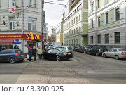 Начало малого Афанасьевского переулка от Гоголевского бульвара (2012 год). Редакционное фото, фотограф Алёшина Оксана / Фотобанк Лори
