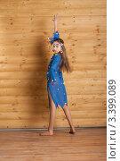 Девочка в синем платье танцует, фото № 3399089, снято 25 марта 2012 г. (c) Армен Богуш / Фотобанк Лори