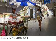 Купить «Таиланд, Бангкок, уличная торговля жареными бананами», фото № 3400661, снято 3 октября 2011 г. (c) Виктор Савушкин / Фотобанк Лори