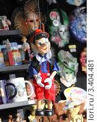 Купить «Пиноккио из Венеции в магазине сувениров», фото № 3404481, снято 23 марта 2012 г. (c) Елена Гаврилова / Фотобанк Лори