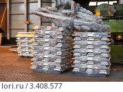 Слитки алюминия на заводе. Стоковое фото, фотограф Кекяляйнен Андрей / Фотобанк Лори