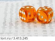 Купить «Оранжевые кубики для игры в кости крупным планом», фото № 3413245, снято 3 октября 2008 г. (c) Дмитрий Наумов / Фотобанк Лори