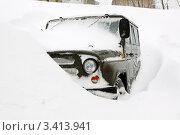 Купить «Автомобиль УАЗ, занесенный снегом в пургу (метель)», фото № 3413941, снято 5 апреля 2012 г. (c) А. А. Пирагис / Фотобанк Лори