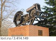 Купить «Колесный трактор СХТЗ 15/30», эксклюзивное фото № 3414149, снято 22 апреля 2011 г. (c) Алёшина Оксана / Фотобанк Лори