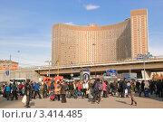 """Купить «Гостиница """"Космос"""" на ВДНХ», эксклюзивное фото № 3414485, снято 21 апреля 2011 г. (c) Алёшина Оксана / Фотобанк Лори"""