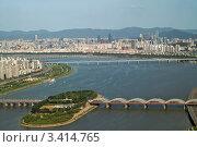 Купить «Панорамный вид на реку Ханганг и юго-восточный район Сеула Кан-нам со смотровой площадки высотного здания», фото № 3414765, снято 10 августа 2008 г. (c) Ольга Липунова / Фотобанк Лори