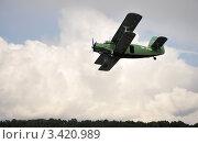 Низко летящий Ан-2. Стоковое фото, фотограф Голованов Сергей / Фотобанк Лори