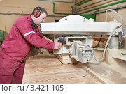 Купить «Деревообрабатывающий цех. Рабочий работает на станке», фото № 3421105, снято 5 апреля 2012 г. (c) Дмитрий Калиновский / Фотобанк Лори