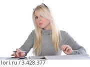 Купить «Молодая девушка работает», фото № 3428377, снято 21 мая 2011 г. (c) Elena Monakhova / Фотобанк Лори