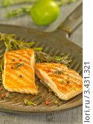 Купить «Стейки семги на сковородке гриль с розмарином и перцем», эксклюзивное фото № 3431321, снято 12 апреля 2012 г. (c) Дмитрий Бабанов / Фотобанк Лори