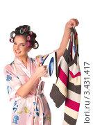 Купить «Довольная домохозяйка держит полосатый пуловер и утюг на белом фоне», фото № 3431417, снято 28 ноября 2010 г. (c) Павел Кужелев / Фотобанк Лори