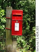 Красный почтовый ящик на улице. Стоковое фото, фотограф Сергей Жадов / Фотобанк Лори