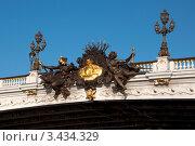 Купить «Скульптуры на мосту Александра III в Париже, Франция», фото № 3434329, снято 16 июня 2019 г. (c) katalinks / Фотобанк Лори