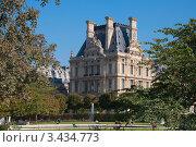 Купить «Вид на Лувр, Париж», фото № 3434773, снято 29 сентября 2011 г. (c) katalinks / Фотобанк Лори