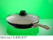 Купить «Сковорода с прозрачной крышкой на зеленом фоне», фото № 3435817, снято 13 апреля 2012 г. (c) Кравецкий Геннадий / Фотобанк Лори