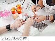 Купить «Девушке делают маникюр», фото № 3436101, снято 11 сентября 2010 г. (c) Андрей Попов / Фотобанк Лори