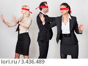 Купить «Две девушки и мужчина с завязанными глазами», фото № 3436489, снято 13 ноября 2010 г. (c) Андрей Попов / Фотобанк Лори