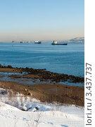 Купить «Корабли в Кольском заливе идущие в порт Мурманск», фото № 3437737, снято 21 марта 2012 г. (c) Вячеслав Палес / Фотобанк Лори