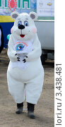 Купить «Человек в костюме белого медведя», фото № 3438481, снято 14 апреля 2012 г. (c) Александр Подшивалов / Фотобанк Лори