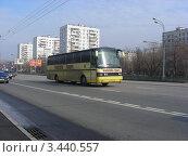 """Автобус рейсовый """"Москва"""" едет по Щелковскому шоссе. Москва, эксклюзивное фото № 3440557, снято 15 апреля 2012 г. (c) lana1501 / Фотобанк Лори"""
