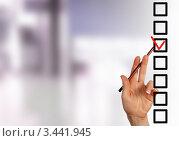 Купить «Женская рука с карандашом указывает на красную галочку, выбор среди нескольких вариантов», фото № 3441945, снято 20 июня 2019 г. (c) Sergey Nivens / Фотобанк Лори