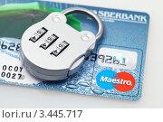 Купить «Пластиковая карта и замок с цифровым кодом», фото № 3445717, снято 26 октября 2009 г. (c) ElenArt / Фотобанк Лори