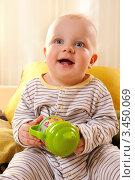 Радостный малыш с игрушкой в руках. Стоковое фото, фотограф Емельянова Карина / Фотобанк Лори