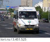 Купить «Маршрутное такси  № 41м едет по Щелковскому шоссе. Москва», эксклюзивное фото № 3451525, снято 23 июля 2011 г. (c) lana1501 / Фотобанк Лори