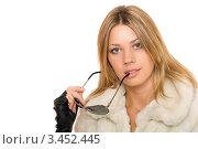 Купить «Портрет девушки в шубе с солнцезащитными очками в руке», фото № 3452445, снято 8 сентября 2010 г. (c) Сергей Сухоруков / Фотобанк Лори