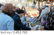 Купить «Русская православная церковь. Пасха, освящение куличей и яиц», видеоролик № 3453793, снято 14 апреля 2012 г. (c) Mikhail Erguine / Фотобанк Лори