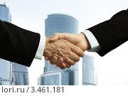 Купить «Рукопожатие на фоне башен делового центра», фото № 3461181, снято 8 апреля 2009 г. (c) Vesna / Фотобанк Лори