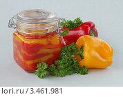 Купить «Маринованный сладкий перец с чесноком», фото № 3461981, снято 16 апреля 2012 г. (c) Чукова Жанна / Фотобанк Лори