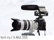 Купить «Фотокамера Canon EOS 5D Mark II, линза Canon EF 28–300 f/3.5-5.6L IS USM, микрофон Rode», фото № 3462333, снято 22 апреля 2012 г. (c) А. А. Пирагис / Фотобанк Лори