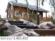 Купить «Деревянный коттедж», фото № 3463453, снято 18 октября 2009 г. (c) Иван Михайлов / Фотобанк Лори