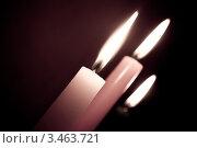 Свечи в темноте во время гадания. Стоковое фото, фотограф Елена Кудрявцева / Фотобанк Лори