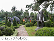 Купить «Скульптуры мамонтов. Тропический сад Нонг Нуч. Паттайя, Таиланд», фото № 3464405, снято 24 марта 2012 г. (c) Григорий Писоцкий / Фотобанк Лори