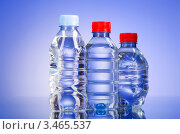 Купить «Пластиковые бутылки с питьевой водой», фото № 3465537, снято 7 декабря 2011 г. (c) Elnur / Фотобанк Лори