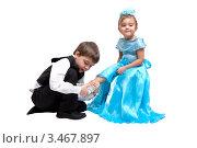 Купить «Принц примеряет Золушке хрустальную туфельку, портрет двух детей на белом фоне», фото № 3467897, снято 17 декабря 2011 г. (c) Алексей Кузнецов / Фотобанк Лори