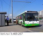 Автобус едет по Носовихинскому шоссе, Москва, эксклюзивное фото № 3469257, снято 24 апреля 2012 г. (c) lana1501 / Фотобанк Лори